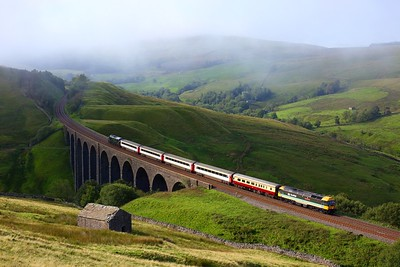 47712 leads 37521 on 1Z40 0835 Skipton to Appleby at Arten Gill viaduct on 15 August 2020  LSL, Class47, SandC