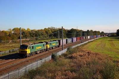 90041+90046 on the 4S44 Daventry to Coatbridge at Winwick junction on the 18th October 2018