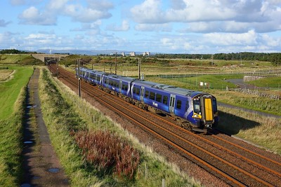 380113 working 2K87 1504 Glasgow Central to Ayr at Gailes, Irvine on 1 October 2020  Class380, Scotrail, AyrshireCoast
