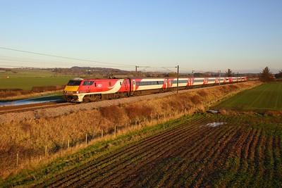 91104 on the 1S10 0930 London Kings Cross to Edinburgh at Prora, Drem on the 30th November 2019