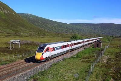 800104 powering 1E13 0755 Inverness to London Kings Cross at Druimuachdar on 29 June 2021, HighlandChieftain, HML, Azuma, LNER, Class800