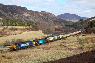 37259+37609 tnt 37605 on the 1Z43 Inverness to Eastleigh at Crubenmore on the 17th April 2017