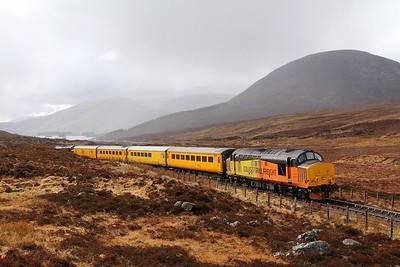37421 tnt 37057 on the 1Q78 Inverness Millburn to Inverness Millburn via Kyle of Lochalsh at Luib Summit on the 16th April 2017