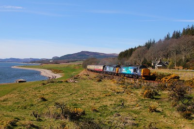 37218+37607 on the 1Z71 0800 Inverness to Wick at Dunrobin on the 5th April 2015