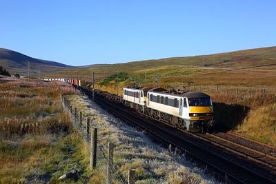 90010 leading 90006 on 4S50 Crewe Basford Hall to Coatbridge at Elvanfoot on 2 October 2020  Class90, Freightliner, WCMLScotland