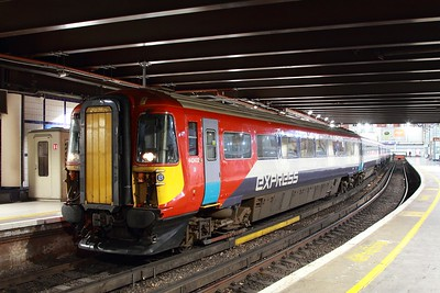 442402 on the 5Z49 2129 London Victoria to Stewarts Lane at London Victoria on the 12th March 2017