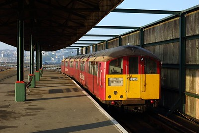 483008 working the 2D07 0707 Ryde Pier Head to Shanklin away from Ryde Pier Head station on 11 August 2020