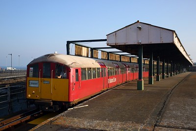 483006 working the 2D09 0749 Ryde Pier Head to Shanklin away from Ryde Pier Head on 11 August 2020