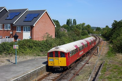 483006 powering the 2D25 1149 Ryde Pier Head to Shanklin at Brading on 11 August 2020  Class483, SWR, Islandline