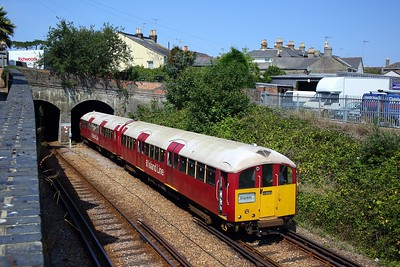 483008 working the 2D31 1307 Ryde Pier Head to Shanklin exiting Ryde tunnels on 11 August 2020