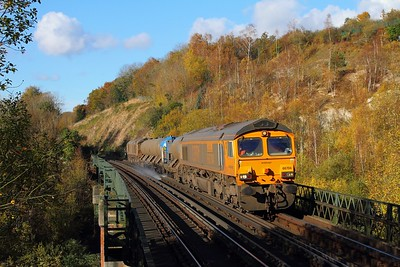 66704+66730 on the 3W90 Tonbridge West yard circular at Riddlesdown viaduct on the 6th November 2017
