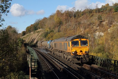 66704+66730 on the 3W90 Tonbridge West yard circular at Riddlesdown viaduct on the 6th November 2017