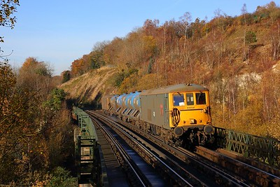 73201 tnt 73128 on the 3W90 Tonbridge West yard circular via Newhaven, Willesden, East Grinstead and Uckfield at Riddlesdown viaduct on the 17th November 2017