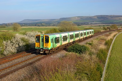 313209 working 2C53 1755 Seaford to Brighton approaching Southerham junction on 27 April 2021  Class313, Southern, SeafordBranch