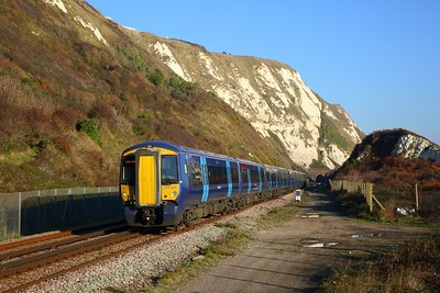 375621+375920 on the 2W46 1358 Dover Priory to London Charing Cross at Capel le Ferne on the 17th November 2018