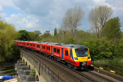 707009 leading 707030 on 1U32 1134 Windsor and Eton Riverside to London Waterloo at Jubilee River viaduct, Windsor on 2 May 2021  Class707, SWR, StainesWindsorLine