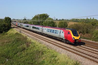 221109 leading 221104 on 1B40 1150 Birmingham New Street to London Euston at Chelmscote on 22 September 2020  Avanti, Class221