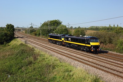 90026 leading 90020 on 0Z91 1230 Wembley depot to Crewe TMD at Chelmscote on 22 September 2020  GC, Class90