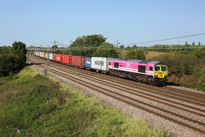 66587 working 4L75 Trafford Park to Felixstowe at Chelmscote on 22 September 2020  Freightliner66, WCML