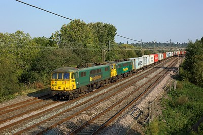 86614 leading 86604 hauling 4M87 Felixstowe to Trafford Park at Chelmscote on 22 September 2020  Freightliner, Class86