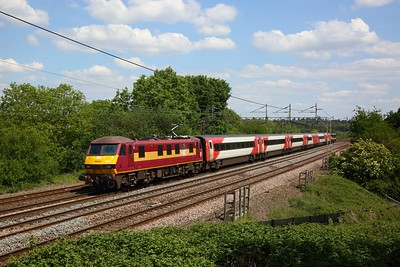 90037 leads Grand Cental 90026 on 5Z90 1332 Wembley TC to Widnes with GC stock for repainting at Chelmscote on WCML on 1 June 2020, DB, EWS, Class90, WCML
