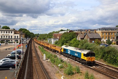 66789 on the 6Y48 Eastleigh yard to Hoo junction at Twickenham on the 5th June 2019