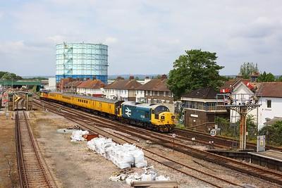 37025 departs Littlehampton tnt 37116 on 1Q52 Eastleigh Arlington circular via Littlehampton, Totton, Guildford and Lymington on 9 June 2020  Class37, Colas Rail, Testtrain, Littlehamptonline