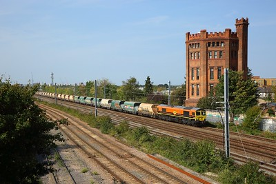 66623 working 6B91 1234 Hayes to East Usk yard at Southall on 19 September 2020  Freightliner66, GWML