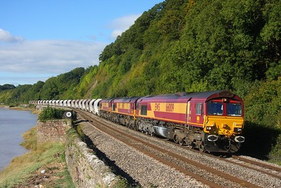 66009+66115+66006 at Gatcombe with the 6M60 St Blazey to Bescot via Newport A D j on the 25th September 2010