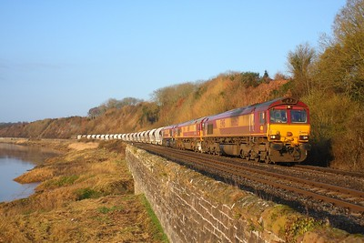 66063+66119+66141 at Gatcombe working the 6M60 Exeter Riverside yard to Bescot on the 30th March 2010