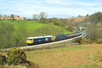 50033+50007 head the 1050 Grosmont-Pickering service at Darnholme on 23/04/2004.