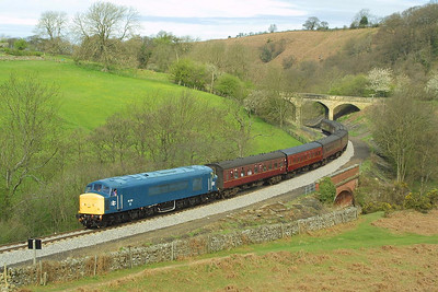 45133 rounds the curve at Darnholme whilst working the 0950 Grosmont-Pickering service on 23/04/2004.