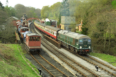 D5061 restarts the 1750 Grosmont-Pickering service away from Goathland on 23/04/2004.