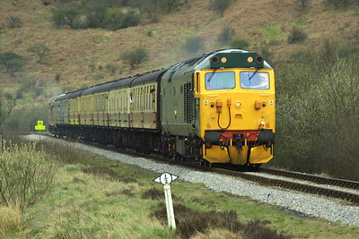 50007 heads the 1650 Grosmont-Pickering service through Newtondale at Needle Point with 50033 on the rear on 23/04/2004.