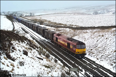 60035 approaches Shotlock Hill Tunnel on its journey south with 6E13 1300 Newbiggin-Knottingley gypsum etys on 23/02/2002.