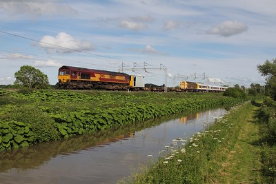 66082 with 378201 in tow, working 7M01 Willesdon TMD - Derby Adtranz Litchurch Lane passes Ansty Canal 07-06-2014