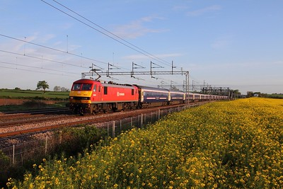 90018 on the 1M16 Inverness to London Euston at Grendon on the 13th May 2015