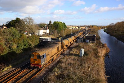 20303+20305 on the 3S14 Grimsby Pasture Street to Bridlington at Crowle on the 30th November 2018