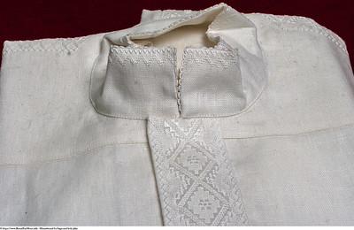Mannsbunad fra Sogn med kvit jakke og hånd brodert kvitsaum linskjorte