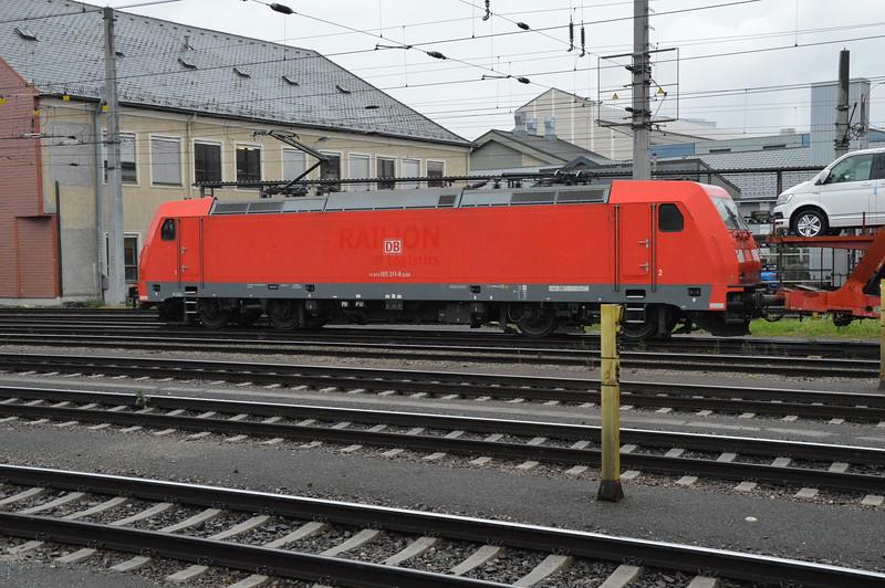 DB 185311-8