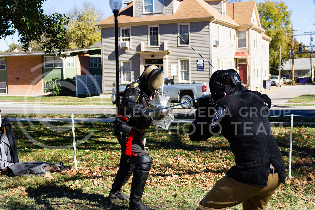 Nick Cavavallini Spars against Captian James Macgregor of the Yeoman Bodyguard at the Little Apple Renaissance Fair on the 29th October, 2017 (Alex Shaw | Collegian Media Group)