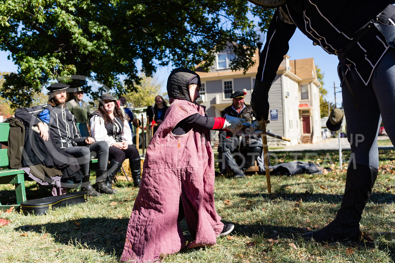 Logan Flikie Spars against Lance Corporal George Silver of the Yeoman Body Guard at the Little Apple Renaissance Fair on the 29th October, 2017 (Alex Shaw | Collegian Media Group)