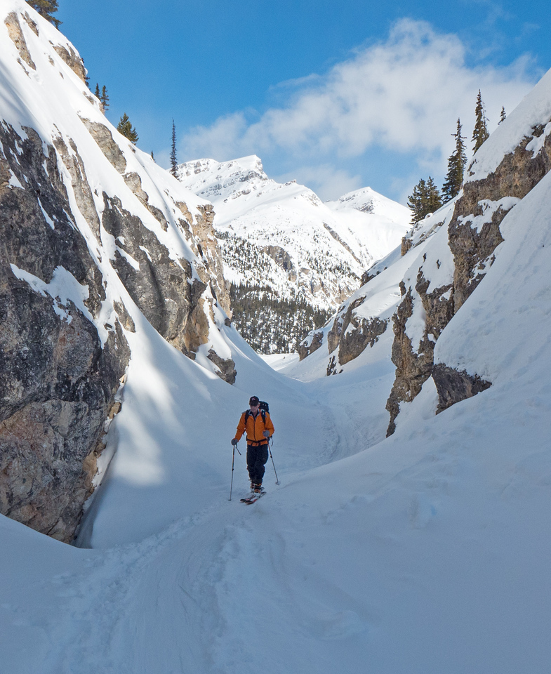 Into the canyon, with easy travel thanks to soft snow and great coverage.