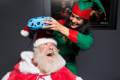 14/12/17 - Santa experiences IMAX Virtual Reality