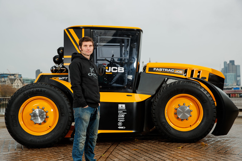 JCB's Fastrac - The world's fastest tractor