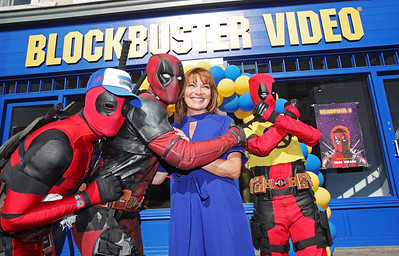 17/9/18 Lorraine Kelly Officially Opens Blockbuster Video