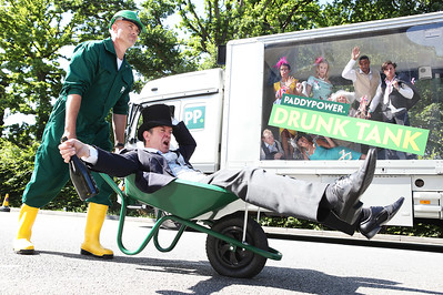 18/6/18 - PADDY POWER MOBILE 'DRUNK TANK' HITS THE STREETS AT ASCOT