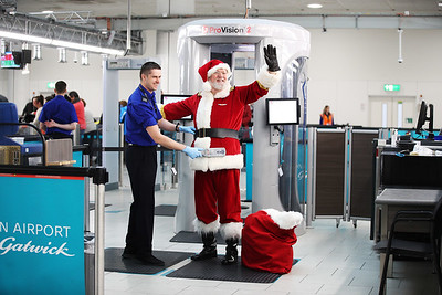 19/12/17 - easyJet - Santa stopped by security