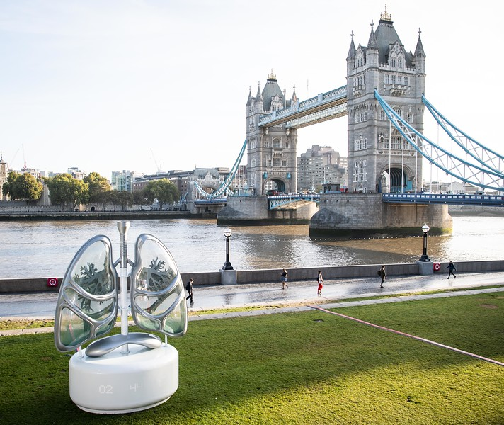 A 16ft pair of lungs to highlight air pollution