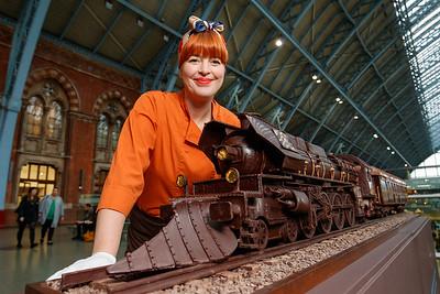 24/11/17 - Godiva chocolatier brings the Orient Express to St Pancras International – in chocolate